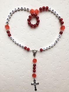 🎁🎁🎁 #neu #personalisierterRosenkranz #Weihnachtsgeschenk #novo #krunicasaimenom #božićnipoklon #mojihrukudjelo Home Art, Beaded Necklace, Beads, Jewelry, Rosaries, Beaded Collar, Beading, Jewlery, Pearl Necklace