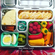Tuesday's @planetbox for my 4th grader is an organic, hard-boiled egg, pickles, @applegate farms uncured pepperoni, mini naan bread, clementines, raspberries, and sweet peppers. #healthylunch #bento #eattherainbow #planetbox #organic #realschoolfood #healthykids #jerf #justeatrealfood #packedlunch #instafood #healthyfood #igmeals #photooftheday #healthykidscommunity #werockthelunchbox #cleaneating #healthyeating #schoollunch #bentobox #cleaneats #healthychoices #eatyourveggies #lunchtime…