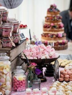 hochzeitsparty deko ideen torte süßigkeiten rosa farbakzent