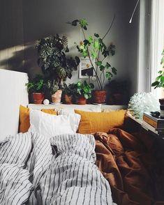 Aesthetic rooms - 42 Cozy and Warm Interior Decor with Bohemian Style – Aesthetic rooms Dream Rooms, Dream Bedroom, Room Goals, Cozy Bedroom, Bedroom Apartment, Modern Bedroom, Bedroom Ideas, Bedroom Designs, 70s Bedroom