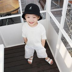Baby clothes should be selected according to what? How to wash baby clothes? What should be considered when choosing baby clothes in shopping? Baby clothes should be selected according to … Cute Asian Babies, Korean Babies, Asian Kids, Cute Babies, Korean Girl, Little Boy Fashion, Kids Fashion Boy, Baby Boy Outfits, Outfits For Teens