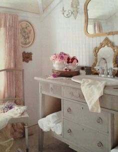 Photo Gallery Website Love everything shabby chic bathroom http annabelchaffer Bathrooms Pinterest Chic bathrooms Shabby and Bath