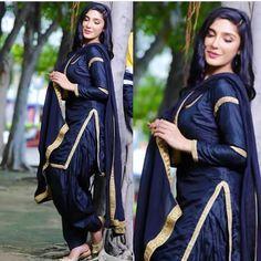 @Sargun Punjabi Girls, Punjabi Dress, Punjabi Suits, Patiala Salwar, Shalwar Kameez, Salwar Suits Party Wear, Fashion Ideas, Women's Fashion, Salwar Designs