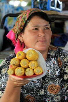 Corn vendor at the Bazaar in Tashkent, Uzbekistan. (V)