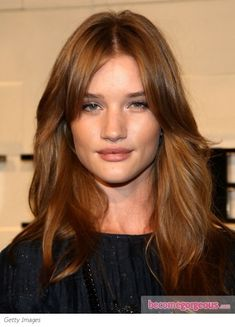 Rosie Huntington-Whitley unveiled the new Burberry fragrance 'Burberry's Body' at Macy's in NYC. She wore her long blonde locks packed with beachy, wavy texture. Style style, work in curl enhancer ...