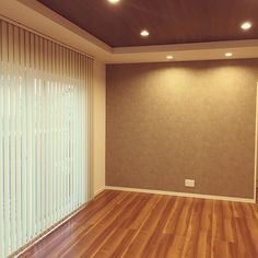 Plain Wallpaper, Wallpaper Backgrounds, Ceiling Wood Design, Wood Ceilings, Blinds, Curtains, Living Room, Interior, House
