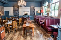 No Sunday is complete without a traditional roast dinner, which is why we've rounded up our favourite spots in London to grab a tasty, gravy-soaked lunch. Roast Dinner, Sunday Roast, London Pubs, London Food, Restaurant Ideas, Pub Interior, Interior Design, London With Kids, London