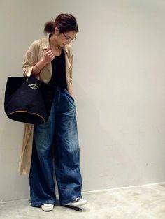 TODAYFULのデニムパンツ「デニムタックバギー」を使ったmi0808のコーディネートです。WEARはモデル・俳優・ショップスタッフなどの着こなしをチェックできるファッションコーディネートサイトです。 Fashion D, Japan Fashion, Fashion Images, Fashion Pants, Daily Fashion, Womens Fashion, Smart Casual Wear, Casual Chic, Jeans Rock