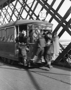 Tramwaj linii 23 jadący przez most Kierbedzia Vintage Photos, Poland, Fair Grounds, Lost, Times, City, History, Warsaw, Vintage Photography