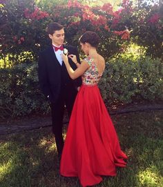 Red bow tie + black tux to match red prom dress Prom Pictures Couples, Homecoming Pictures, Prom Couples, Prom Photos, Homecoming Dresses, Prom Pics, Teen Couples, Halloween Costume Couple, Couples Halloween