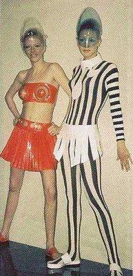 Child of the Moon: Pop Art Fashion Pop Art Fashion, Space Fashion, Mod Fashion, 1960s Fashion, Vintage Fashion, Fashion Design, Child Fashion, Fashion Trends, Space Girl