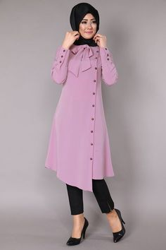 Stunning Button Front Tunic Outfit Ideas for Hijabies – Girls Hijab Style & Hijab Fashion Ideas Islamic Fashion, Muslim Fashion, Modest Fashion, Fashion Dresses, Muslim Dress, Hijab Dress, Dress Muslim Modern, Vetement Fashion, Winter Mode