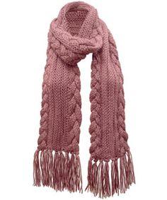 Proteja-se do frio com um charmoso cachecol de franjas - Moda, Beleza, Estilo, Customizaçao e Receitas - Manequim - Editora Abril