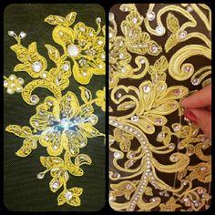 Aplicação de cristais swarovski. E aplicação  no vestido por Gabriela Casagrande Ateliê exclusivo sob medida.