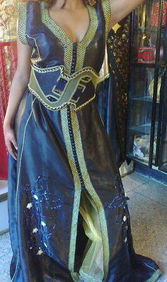 Magnifique robe marocaine, caftan 3 pièces  pantalon doré en organza,  caftan bleu avec 32b040f7472