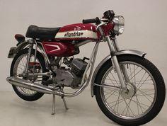Motorcycle Store, Motorcycle Images, Motorcycle Design, Vintage Bikes, Vintage Motorcycles, Cars And Motorcycles, Vintage Cars, 50cc Moped, Bike Wear