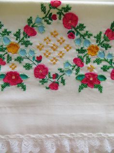 Vintage Pillowcases, Embroidered Pillowcases, Embroidered Flowers, White with Lace Edge, Pair Pillowcases, Bed Linens, Retro pillowcases by CatBazaar on Etsy