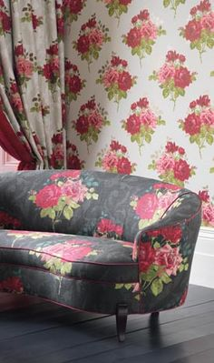 Top Interior Designers - Design Projects by Nina Campbell Nina campbell Audrey Sofa upholstered in Rosa Alba Fabric. Luxury Wallpaper, Of Wallpaper, Osborne And Little, Nina Campbell, Granny Chic, Top Interior Designers, Upholstered Sofa, Take A Seat, Decoration