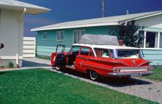 I'm going to take a retro 1960 road trip one day in something like this. Vintage car, vintage clothes, vintage suitcases, vintage cameras etc... Stay in retro motels/resorts.