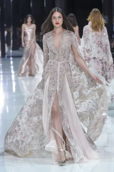Ralph and Russo haute couture spring 2018 fashion show - Vogue Australia Ralph & Russo, Spring Couture, Haute Couture Fashion, Couture Week, Fashion Show Collection, Couture Collection, Fashion Week, Runway Fashion, Fashion 2018