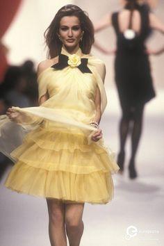 """Billedresultat for """"chanel"""" spring summer 1991 80s And 90s Fashion, High Fashion, Fashion Show, Fashion Outfits, Chanel Fashion, Runway Fashion, Fashion Models, 90s Models, Female Fashion"""