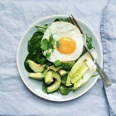 Poached egg with veggie avocado