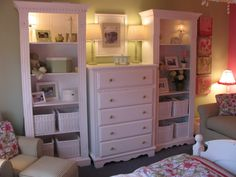 Maybe I should arrange the 2 bookshelves and the chest of drawers like this.  I don't like the gaps but....