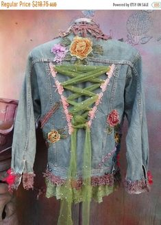 Wildskin woodland hippy bohemian gothicdenim gothic jacket jacket coat shabby tattered tie dye gypsy medium to 40 bust Denim And Lace, Artisanats Denim, Denim Vests, Denim Purse, Denim Jackets, Hippie Bohemian, Bohemian Style, Bohemian Fashion, Bohemian Outfit