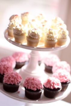 Baby Shower Cupcakes | Jenny Cookies