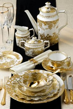 Beautiful gold metallic pattern with a pure white background creates a timeless design. Use on historical tableware shapes to bring a classical tableware look to life. The Aves pattern from Royal Crown Derby is a perfect timeless look in either gold or platinum.