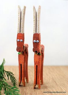 DIY Christmas: A Chirstmas Craft Page & Reindeer Ornaments | Scissors and Spoons