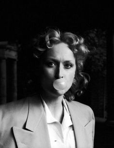 Meryl Streep on the set of Sophie's Choice directed by Alan J. Pakula, 1982