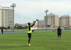 BotafogoDePrimeira: Jefferson faz treino leve com as mãos e Victor Luí...