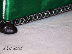 """Kosmetiktücherbox Sofa """"Black Cat"""" - S&G Stitch Black Sofa, Beaded Bracelets, Jewelry, Wall Decorations, Gift Cards, Clock, Presents, Jewlery, Bijoux"""