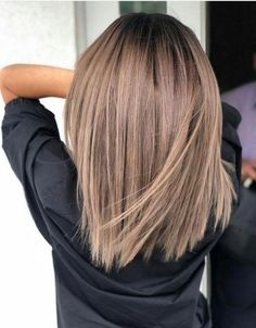 50 Hair Color Ideas For Short Hair - Color Inspirations for 2019 Check out some of the best balayage brown hair looks, including the soft and natural to the bold and striking. The perfect way to update your brunette locks. Brown Hair Balayage, Brown Hair With Highlights, Ombre Highlights, Ombre Hair, Mousy Brown Hair, Ombre Bob, Blonde Balayage, Brown Hair Color Shades, Brown Hair Colors