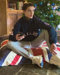 , I'm back here after being absent for many many months. I'm here again to support with that said let's get back to work and hopefully to recover this account ❤️😂 Merry Christmas to y'all ❤️ . Trendy Boy Outfits, William Franklyn Miller, Young Actors, British Men, Shirtless Men, Hot Boys, Music Lovers, Beautiful Boys, Cute Guys