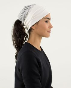 We love long runs, interval runs and coffee runs - we're not into cold runs so we designed this reversible run toque with a roll-up band to help keep us comfortable. Made from soft, breathable fabrics, it helps keep our ears warm and wicks sweat when we're bringing the heat. soft Rulu™ fabric top and cozy, ribbed Luon® band are stretchy, breathable and sweat wicking.