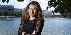 Det er respektløst over for de hårdtarbejdende danskere, at ledige akademikere hellere vil vente på drømmejobbet end tage et job som kassedame, mener debattør Anne Sophia Hermansen.