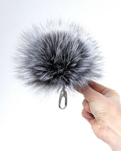 Faux Fox Fur Pom Pom with Pin Fake Fur Hat  Removable Fluffy Ball Accesso pQ