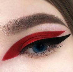 Red and black graphic eyeliner make-up look - - - Eye Makeup tips Eye Makeup Tips, Makeup Inspo, Makeup Art, Lip Makeup, Makeup Inspiration, Makeup Ideas, Makeup Eyeshadow, Plum Eyeshadow, Red Eye Makeup