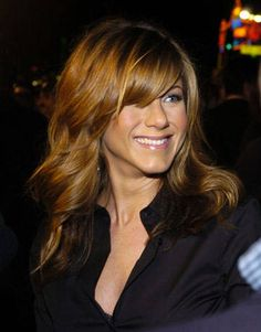 This is so pretty! Such a pretty color! Such a pretty wave! Such a pretty cut! And the bangs! Jennifer Aniston.