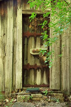 #WDET #Detroit loves the rustic iron-detailed door on this rural Michigan cabin