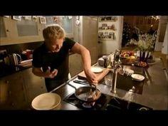 Gordon Ramsay - Wellington bélszín - YouTube Beef Wellington, Gordon Ramsay, Holiday Dinner, Jamie Oliver, Menu, Cooking, Youtube, Yum Yum, Food