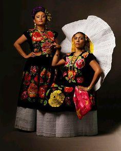 ..#Tehuanas of #Oaxaca photographed by #DiegoHuerta .. #Zapotec culture.. #styleasresistance #NativeBeauty #NativePride by santosdelosangeles