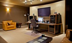 Video Editing Suite - looks comfy Home Studio Musik, Home Studio Setup, Studio Ideas, Editing Suite, Recording Studio Design, Small Room Design, Workspace Inspiration, Room Setup, Living Room Tv