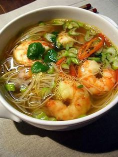 Asian-inspired lemongrass shrimp soup - Potages et Soupes - Asian Recipes Seafood Recipes, Soup Recipes, Cooking Recipes, Asian Recipes, Healthy Recipes, Roh Vegan, Salty Foods, Exotic Food, Asian Cooking