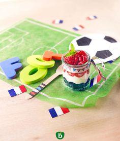 Trifle Bleu Blanc Rouge Coupe du Monde. Recette pour supporter en herbe dès 18 mois ! Une idée de dessert pour la soirée foot en famille. #recette #bleublancrouge #foot #mondial #coupedumonde2018 #équipedefrance #foodart #kids #trifle
