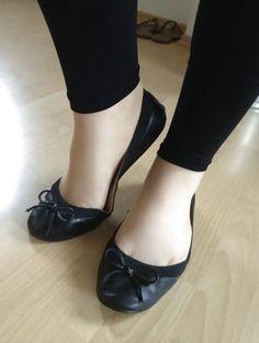 Red Flats, Black Ballet Flats, Ballerina Flats, Ballerinas, Pretty Black, Sexy Feet, Slippers, Stockings, Footwear
