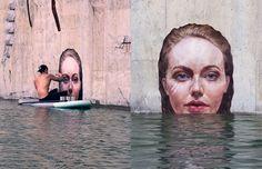 As exímias pinturas hiperrealistas do surfista Hula sobre uma prancha de stand…