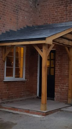 This kind of photo is a very inspirational and first-class idea Cottage Porch, Home Porch, Cottage Exterior, House With Porch, House Front, Front Door Canopy, Porch Canopy, Front Door Porch, Porch Oak